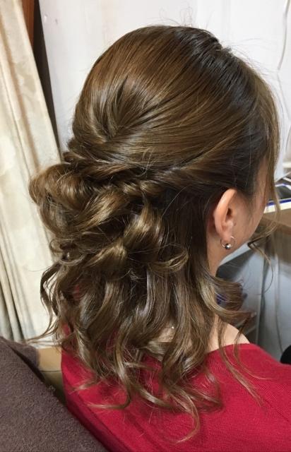 お葬式の髪型でミディアムでくるりんぱの簡単な方法はこれ!
